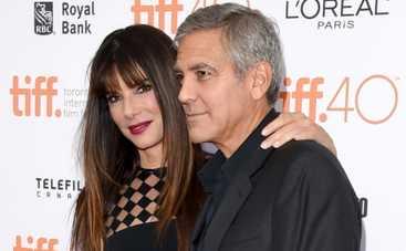 Джордж Клуни оказался на побегушках у Сандры Баллок