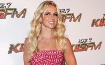Бритни Спирс запуталась в концертных декорациях (ВИДЕО)