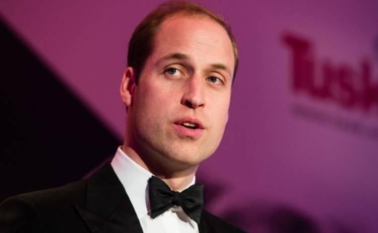 Принц Уильям сверкнул лысиной в школьной столовой