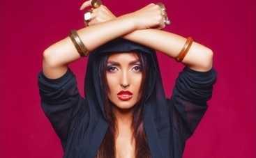 Анна Добрыднева в новой песне направляет на истинный путь (АУДИО)