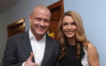 Вячеслав Узелков тренирует жену с первых дней знакомства