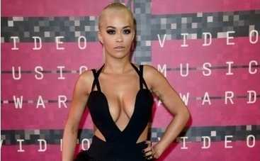 Рита Ора пришла на показ в платье на голое тело (ФОТО)