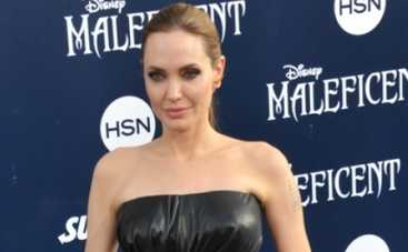 Прически звезд: пучок Джоли, хвост Симпсон и укладка Уинслет (ВИДЕО)