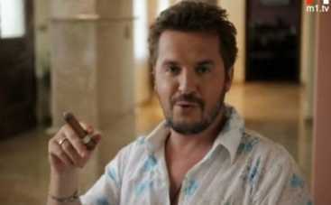 Александр Пономарев курит сигары и шикует на берегу океана (ВИДЕО)
