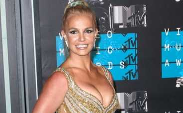 Бритни Спирс надела чулки и призналась в симпатии к Джастину Биберу