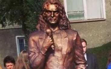 Кузьма Скрябин: в Луцке демонтировали памятник музыканту