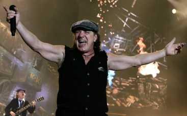 Вокалист AC/DC может лишиться слуха