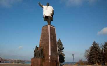 Как в Запорожье сносят памятник Ленину. День второй