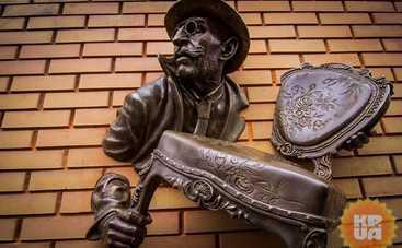 В Харькове открыли скульптуру героя 12-ти стульев