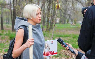 Onuka, Женя Галич, Монатик и другие высадили каштаны ради экономии бумаги