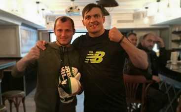Александр Усик посетил зону АТО