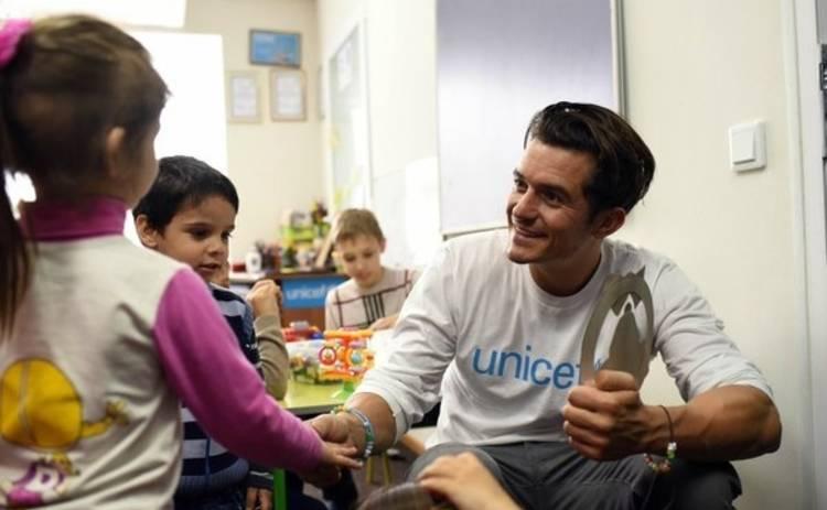 Орландо Блум: почему дети восточной Украины ходят в школу там, где я езжу на броневике?