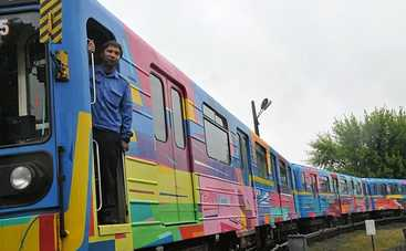 В Киеве испанский художник разрисовал поезд метро