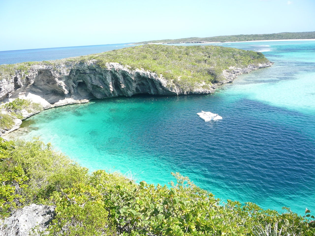 1280px-dean_blue_hole_long_island_bahamas_20110210