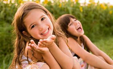 Законы счастья: где живут самые счастливые дети? (видео)