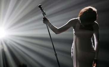 Кристина Агилера спела с «призраком» Уитни Хьюстон (видео)