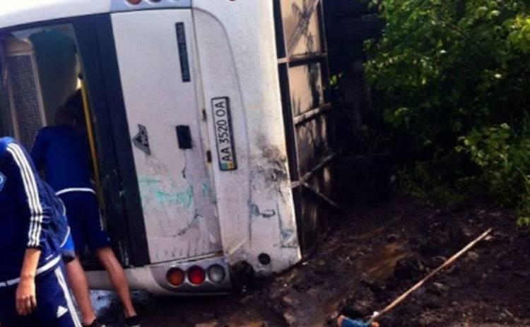 Автобус с игроками «Динамо» перевернулся по пути в Днепр (фото)