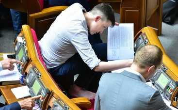 Савченко в Раде разулась перед Тимошенко (фото)