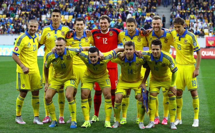 Порошенко поддержал сборную Украины фрагментами былых побед (видео)
