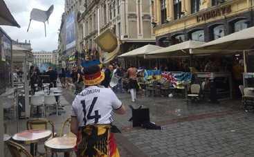 Немецкие фанаты атаковали украинцев в центре Лилля (фото, видео)
