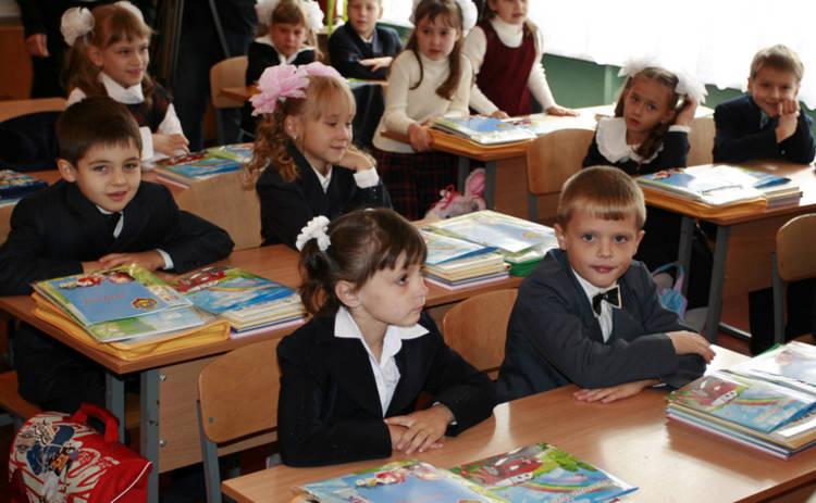 В Украине учебный год официально стал на месяц длиннее (документ)