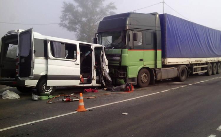 Пять украинцев погибли в жутком ДТП в России (фото)