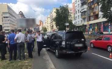 Голливуд отдыхает. В Киеве автомобиль расстреляли прямо на ходу (фото)
