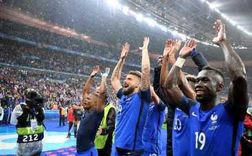 Хозяева Евро спокойно шагают в полуфинал (видео)