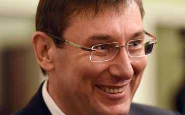 Луценко показал сокровища, изъятые при обыске у Клюева (фото)