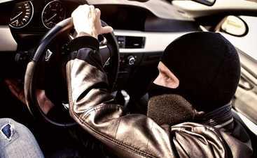 В США начали угонять автомобили с помощью ноутбука (видео)