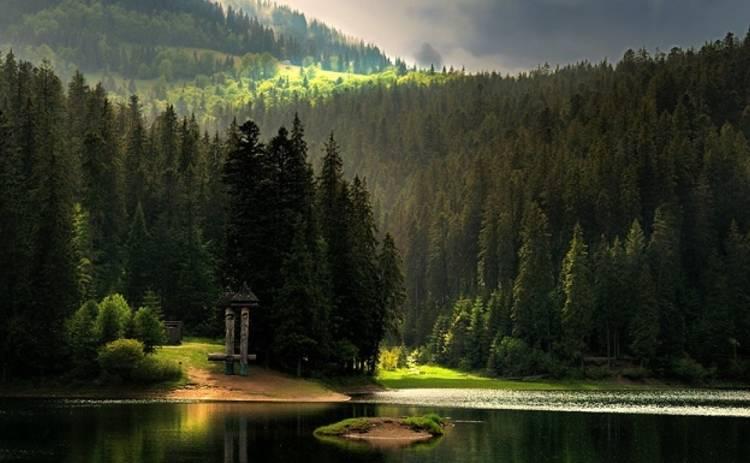 Украина великая: волшебное озеро Синевир (фото)