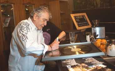 Фронтмен группы Nazareth передал аукциону канала «Интер» платиновый диск
