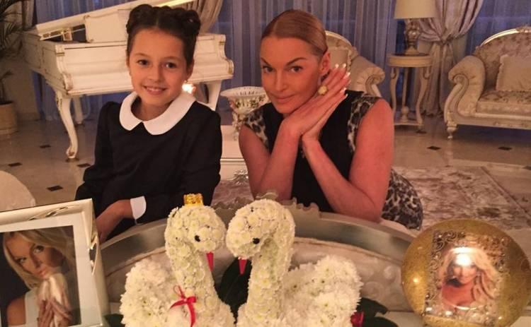 Дочка Волочковой сбежала из «Артека» с истерикой