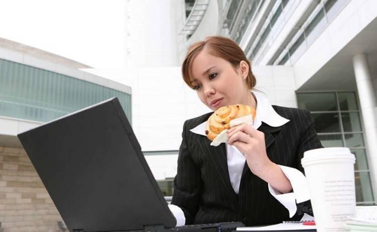 ТОП-5 офисных привычек, которые гробят наше здоровье