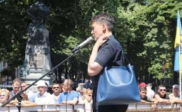 Савченко в Одессе забросали яйцами (фото)