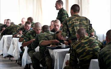 В Николаеве солдат кормят кашей с червями и тараканами (фото)