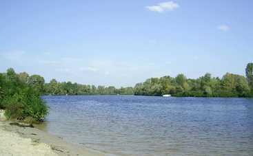 На киевских пляжах купаться опасно