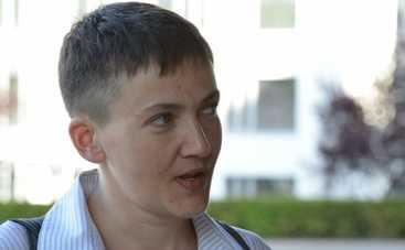 Сестры Савченко собрали митинг под окнами Порошенко