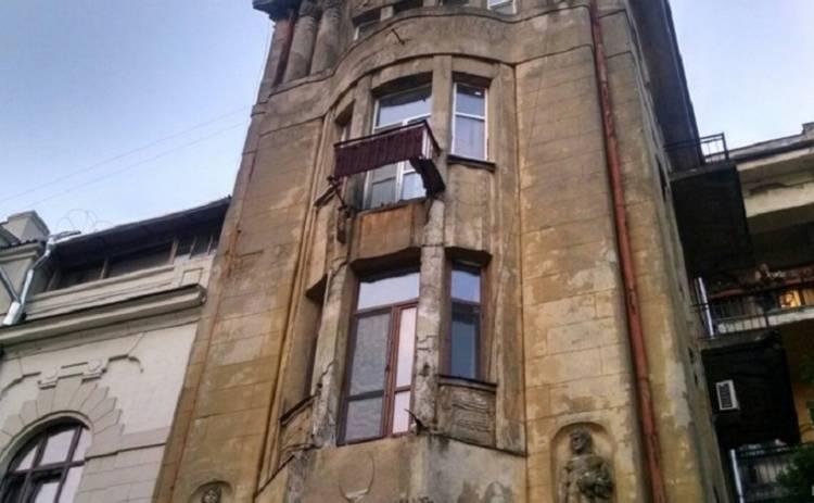 В центре Одессы обвалились балконы столетнего дома