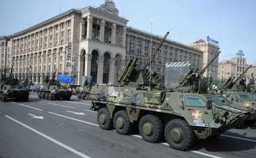 По Киеву активно передвигается военная техника (видео)