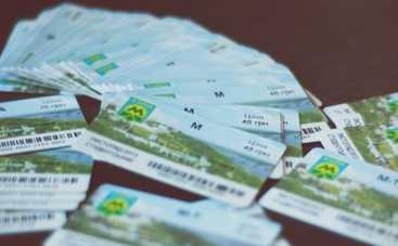 Киевлянам предлагают «липовые» годовые проездные на весь транспорт (фото)