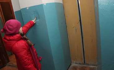 В Киеве оборвался лифт с людьми