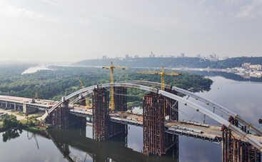 В Киеве горел мост через Днепр (видео)