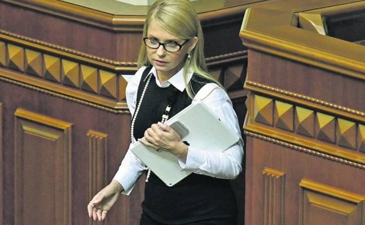 Тимошенко присмотрела внучке вышиванку (фото)