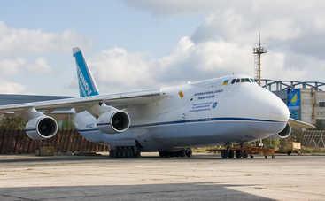Под Киевом самолет едва не влетел в многоэтажку (видео)