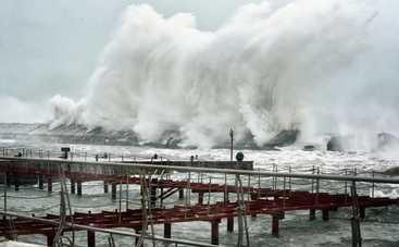 Опубликованы впечатляющие фото шторма в Одессе