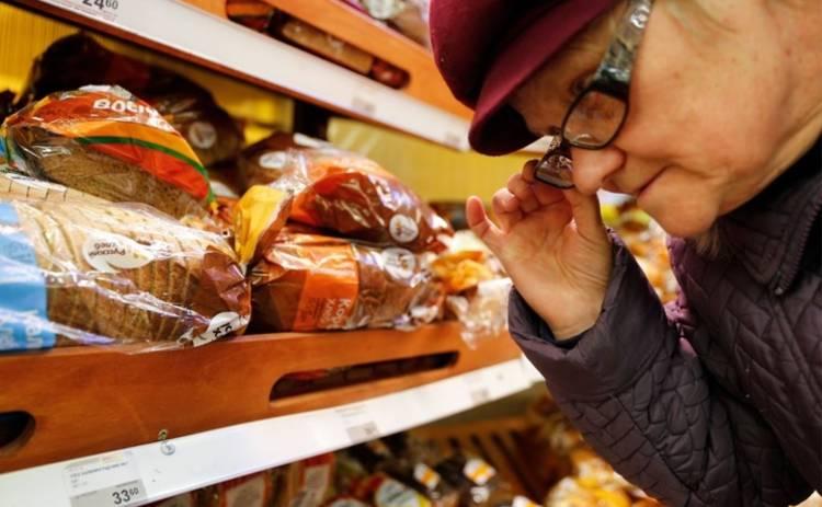 Трети украинцам денег хватает только на еду