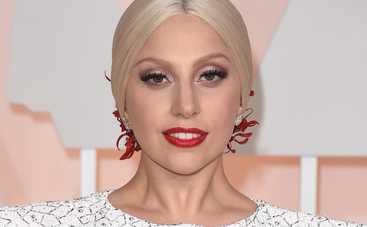 Леди Гага сверкнула своими татуировками (фото)