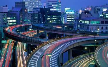 В Японии провал в пятиполосной дороге отремонтировали за 48 часов (фото)