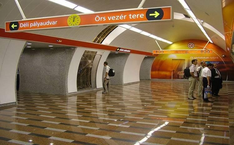 В метро Будапешта столкнулись поезда